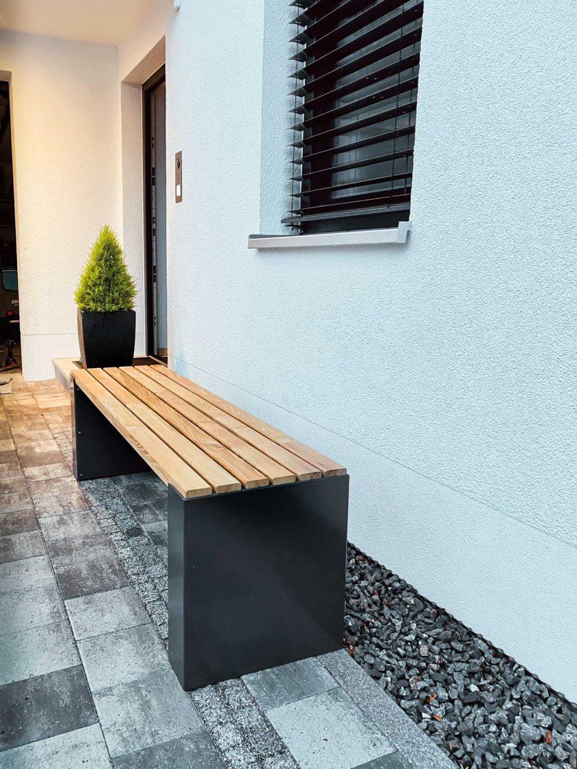 Gartenbank aus Holz und Stahl von Siebau
